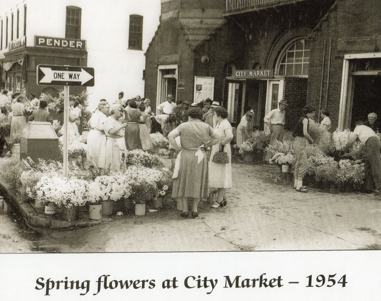 city-market-suffolk-mrs-r-o-chandler-and-mrs-c-b-harrell-far-right-around-flowers-pat-asbell-w-h-wolfe-mrs-w-j-asbell-img395