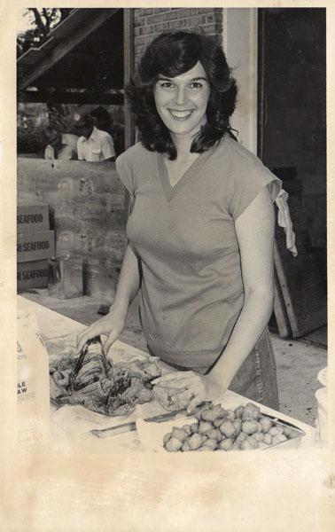 jan-howell-creekmoore-serving-fish-img586