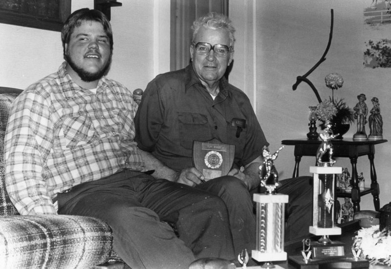 richard-and-ray-howell-receiving-award-in-1982-img581