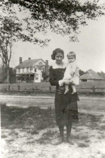 mary-virginia-johnson-her-mother-mary-pitt-johnson-with-pinner-house-in-background-1923-and-img081