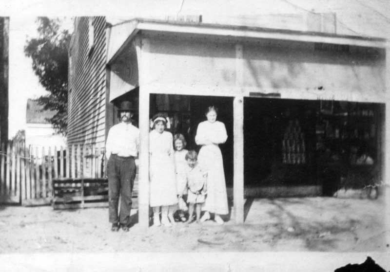 people-in-front-of-pitt-store-in-circa-1927-img082