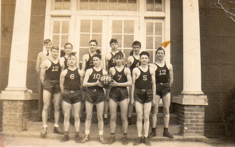 boys-basketball-team-1945-sonny-12-img672