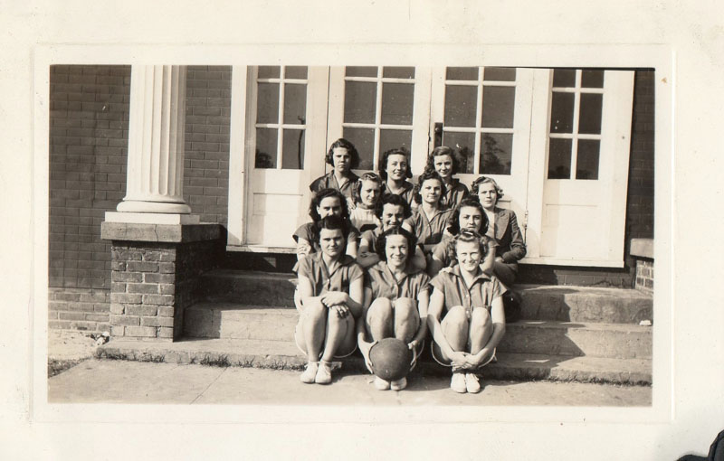 chuckatuck-high-school-girls-basketball-team-1940-42-img260