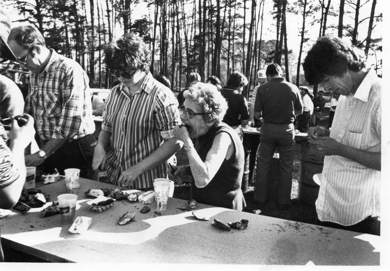 chuckatuck-oyster-roast-1981-saunders-farm-img575