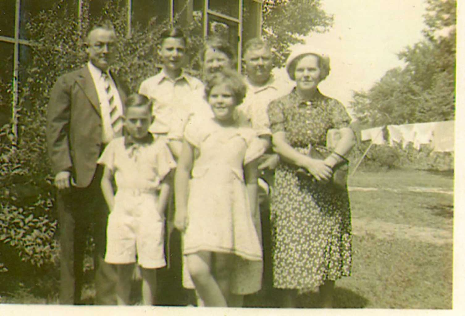 7-family-members-of-dailey-family-img018