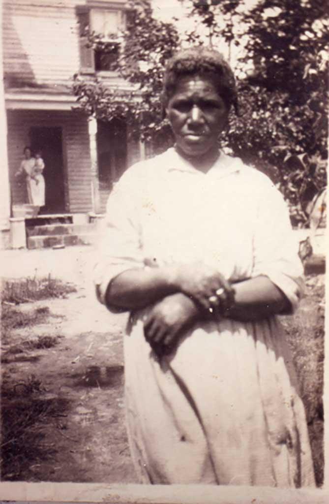 aunt-emma-housekeeper-for-georgia-dailey-img777