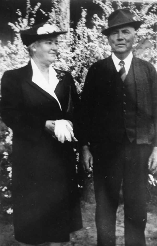 cora-thompson-and-john-henry-dailey-1943-img348