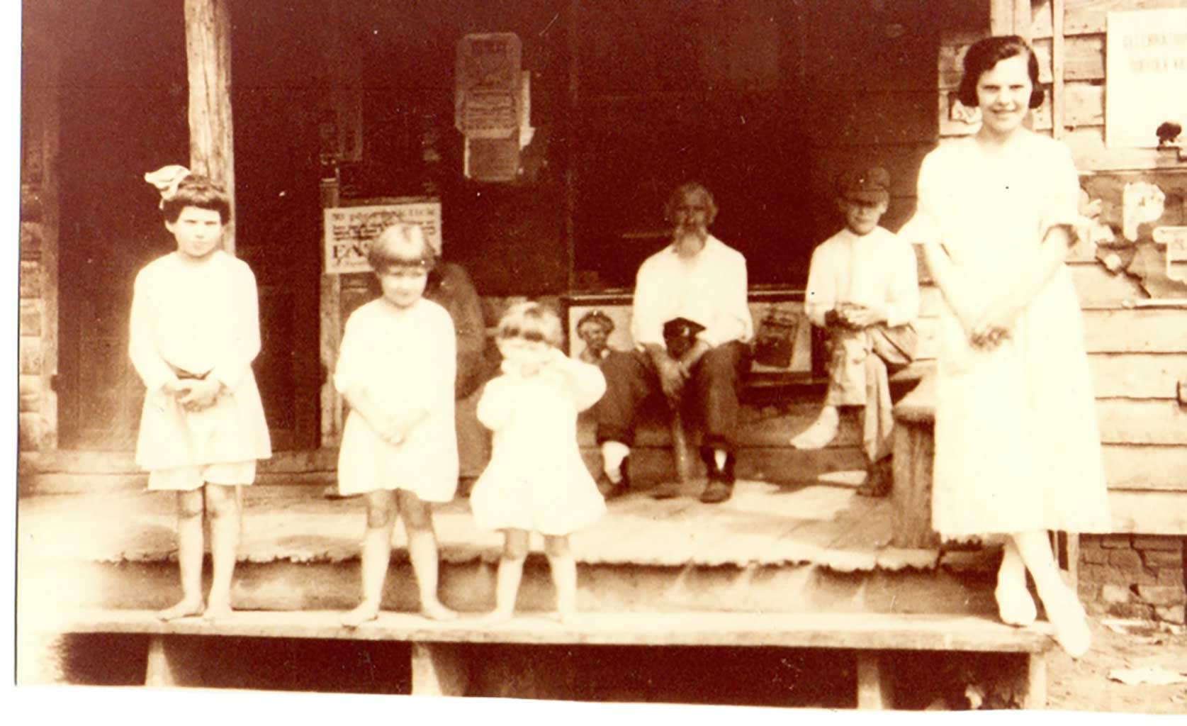 dailey-and-thompson-family-on-porch-img760