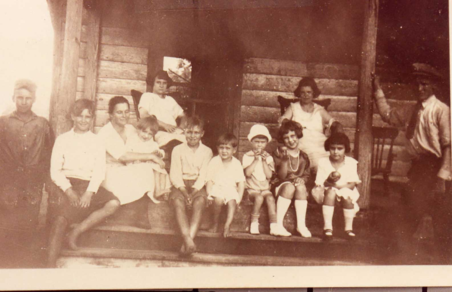 dailey-family-on-front-porch-img775