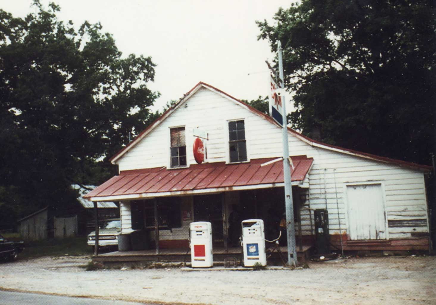 daileys-store-with-extended-porch-img770