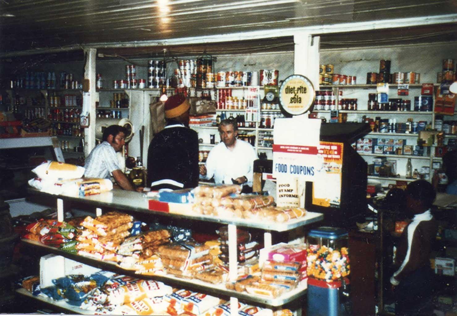 inside-daileys-store-1998-img771