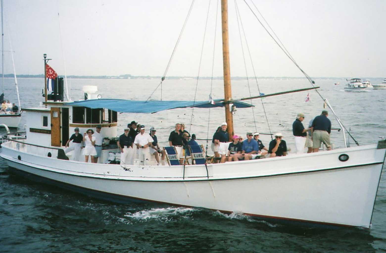 capt-latane-off-thimble-shoals-top-sail-2000-parade-img274