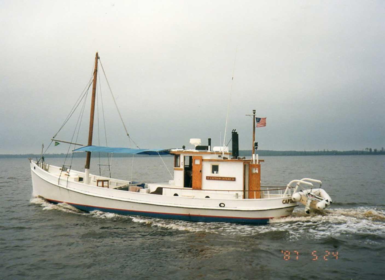 oyster-buyboat-capt-latane-at-tall-ship-parage-1987-img272