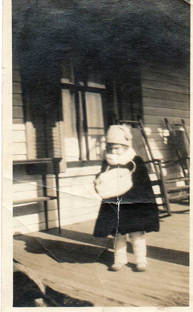 judith-on-front-porch-in-chuckatuck-1922-23-img335