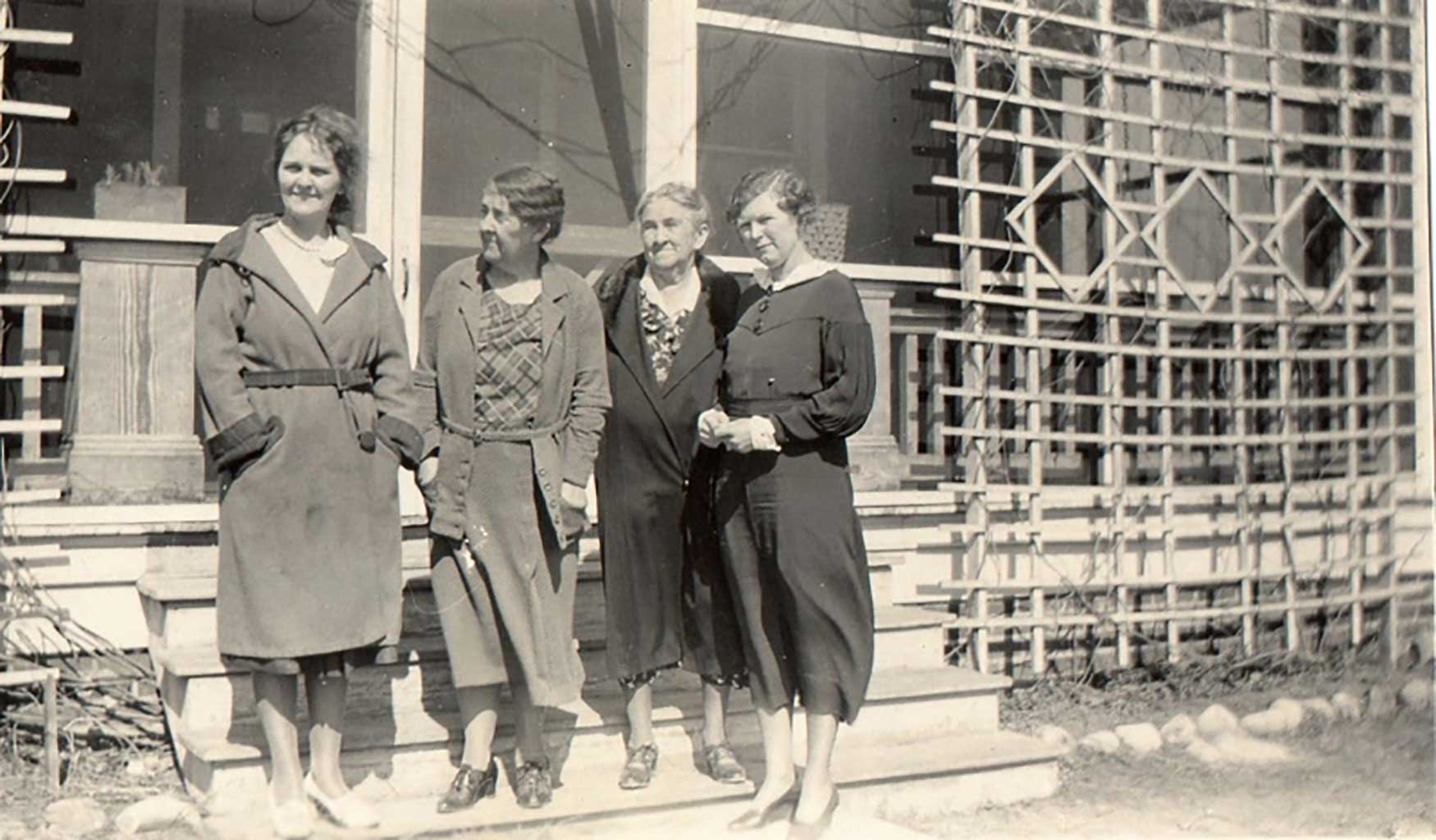 mrs-woodard-mrs-cotton-grandmother-gilliam-and-dot-gilliam-at-the-woodards-in-chuckatuck-1933img342