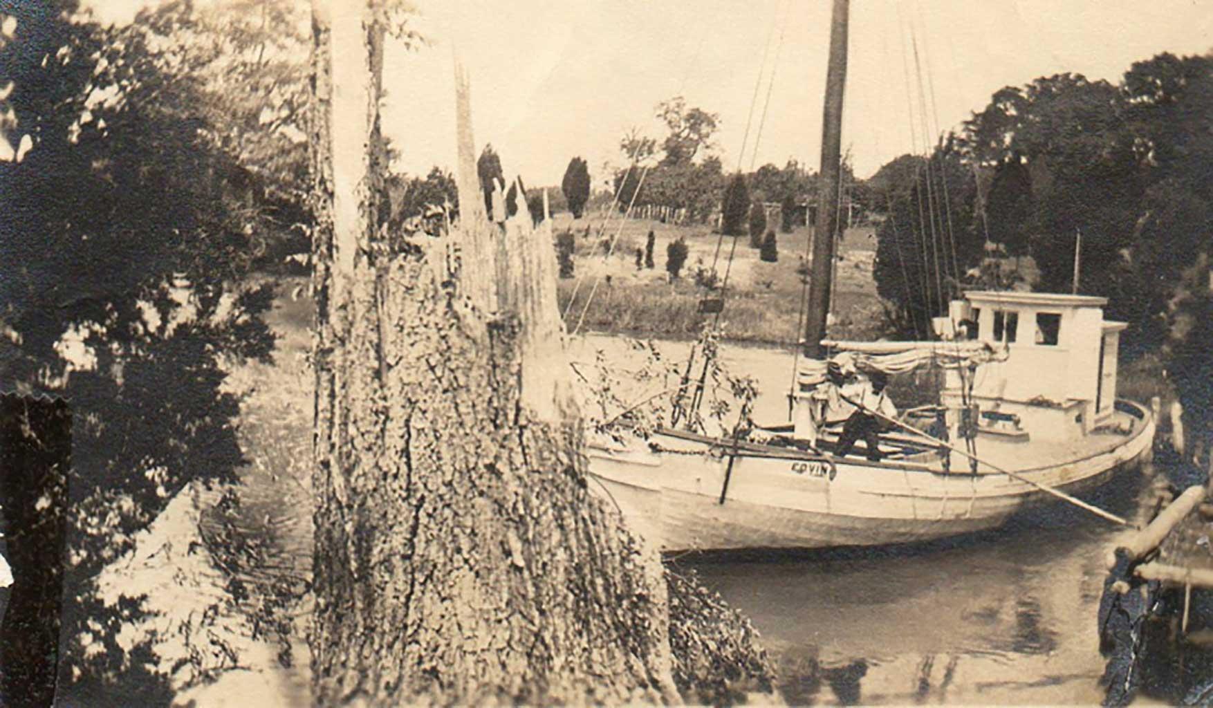 the-edvina-at-packet-wharf-grandaddy-gilliams-boat-img332
