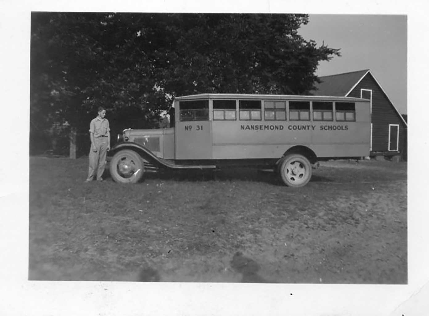 nathaniel-gray-and-his-1943-school-bus-via-everets-road-and-sandy-bottom-img377