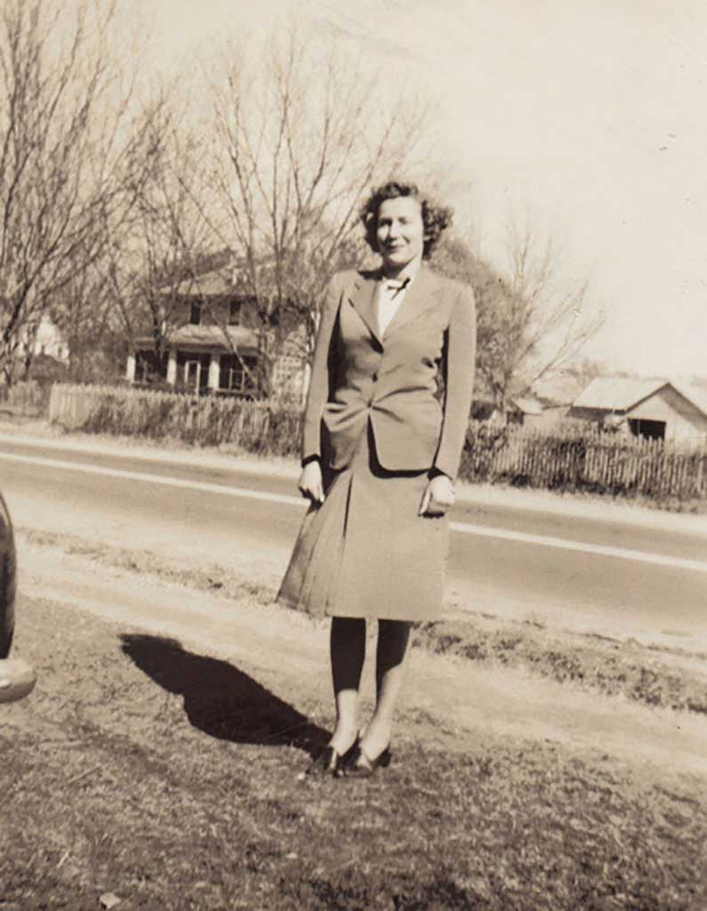 irene-pinner-knight-with-dr-eleys-house-in-background-c-1948-janet-piland-photo-image1-14
