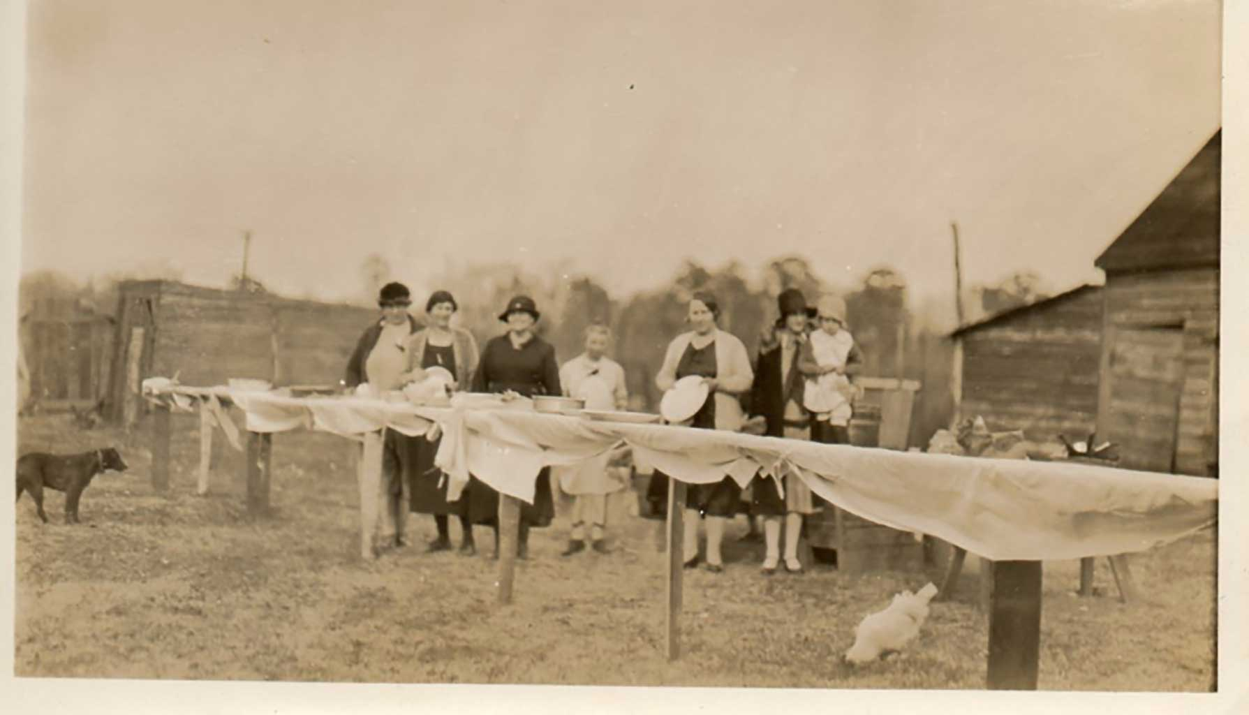 ladies-preparing-lunch-for-fox-hunters-img345