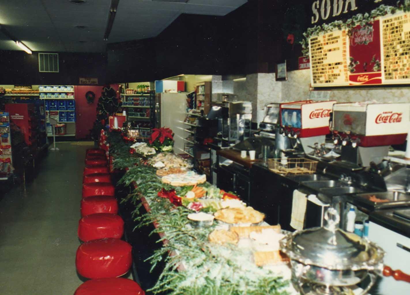 drug-store-at-christmas-img039