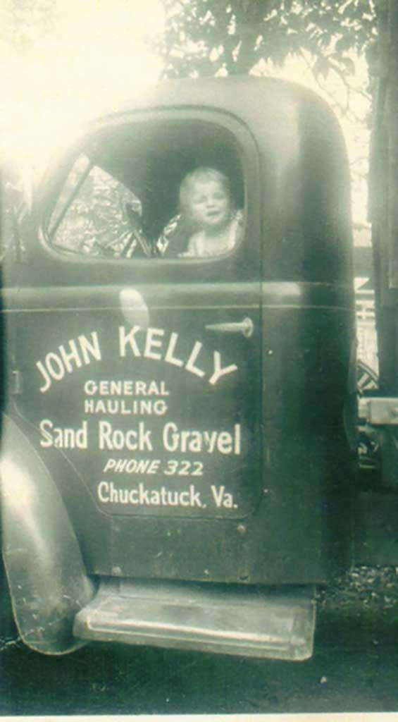 john-kelly-hauling-with-juanita-circa-1949-img344