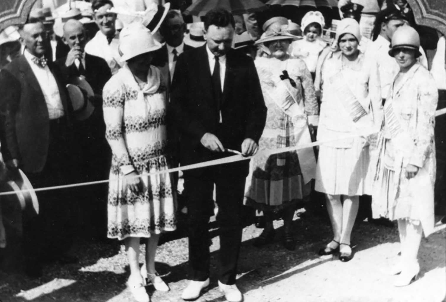 james-river-bridge-ribbon-cutting-miss-chuckatuck-dorothy-moore-2nd-from-right-with-harry-byrd-img101
