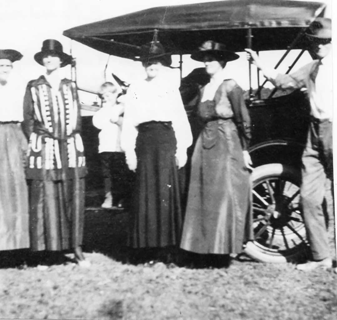wc-moore-family-c-1915-img107