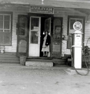 oliver-store_longview_1948-with-lottie-oliver-horne