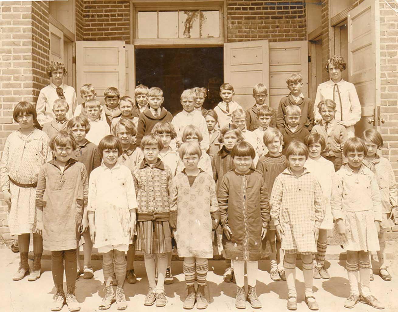 chuckatuck-grade-school-circa-1930-img531