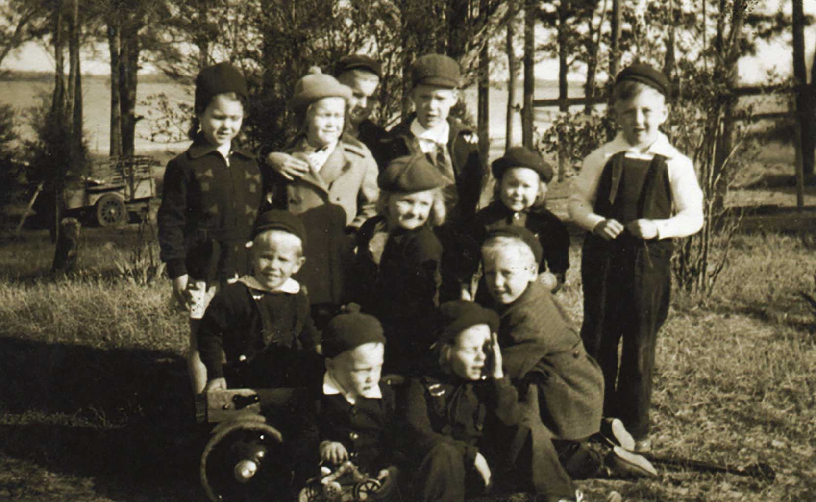 chuckatuck-kids-in-1939-find-names-on-written-form-img165