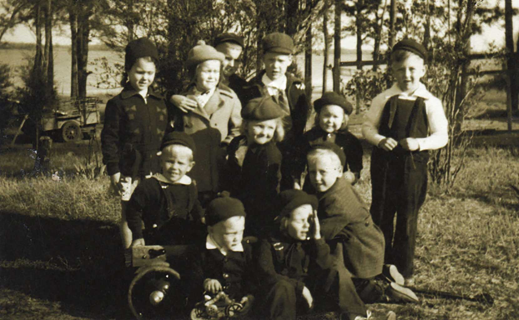 children-on-raine-farm-circa-1939-img910