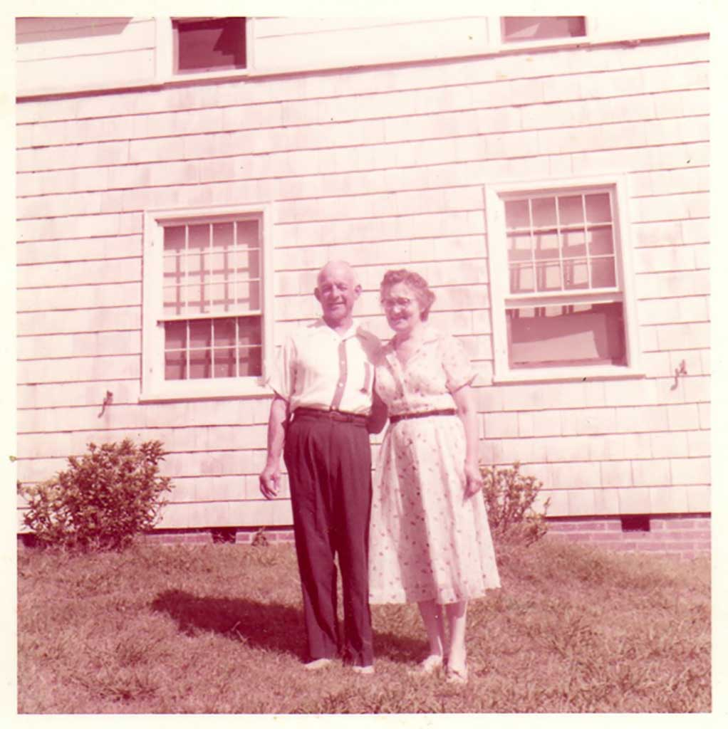 mr-and-mrs-rippey-at-woolford-house-in-1957-img874