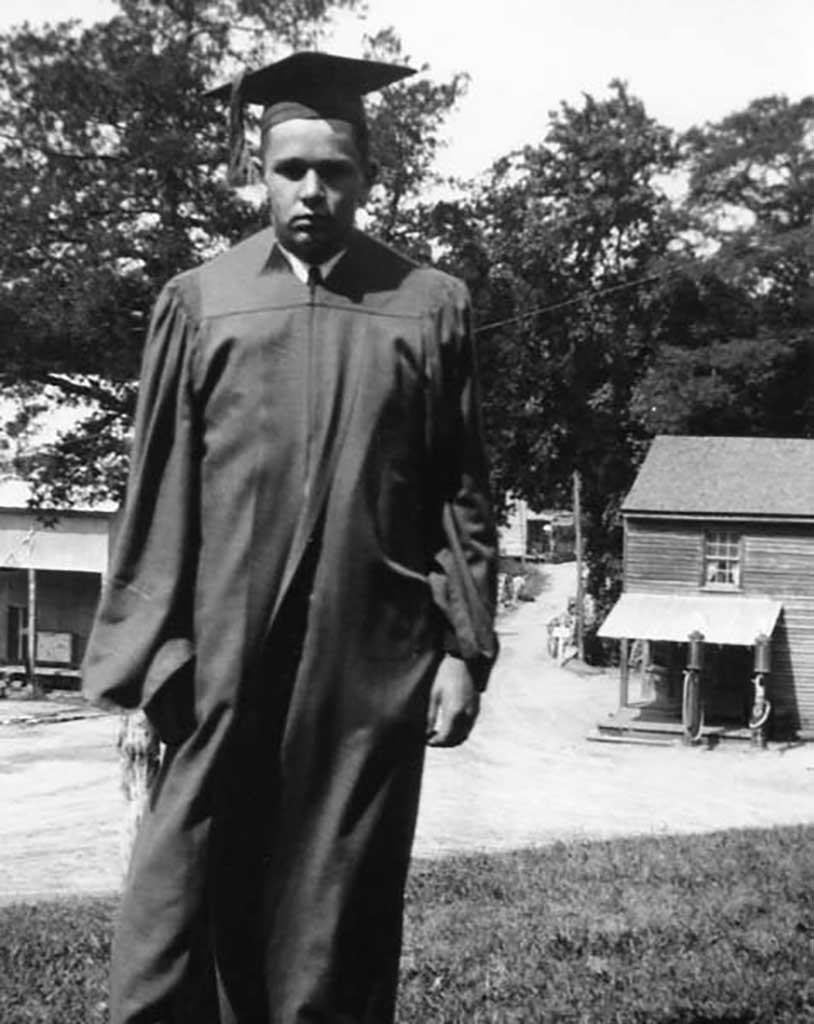 arthur-kirk-chs-graduate-1933-everets-stores-with-cotton-gn-and-bridge-in-background-img245