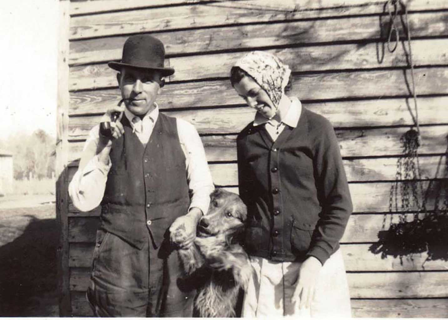 atlee-mary-martin-12-31-1940-notice-muskrat-traps-on-barn-earl-martin-photo