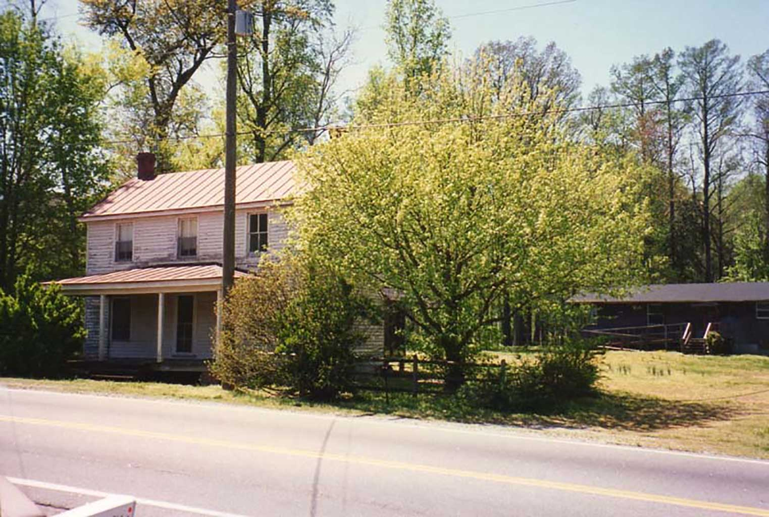 doyle-home-with-home-in-background-on-foundation-of-uncle-matts-meat-house-img288