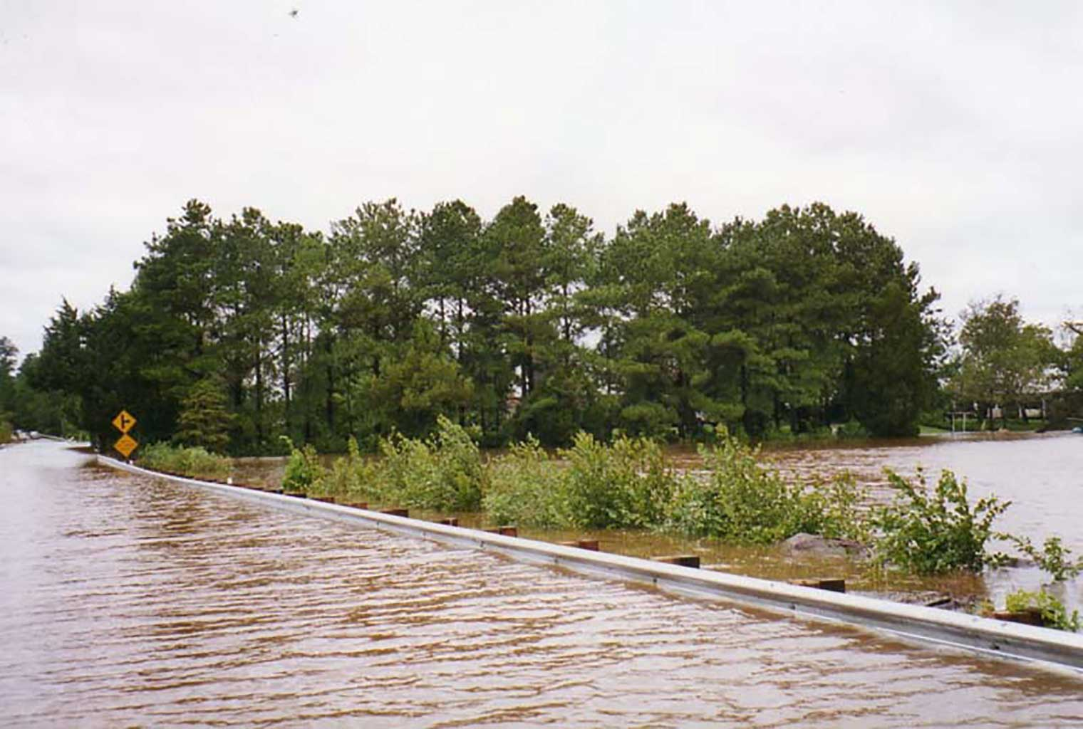 high-water-at-everets-road-9-16-1999-img250