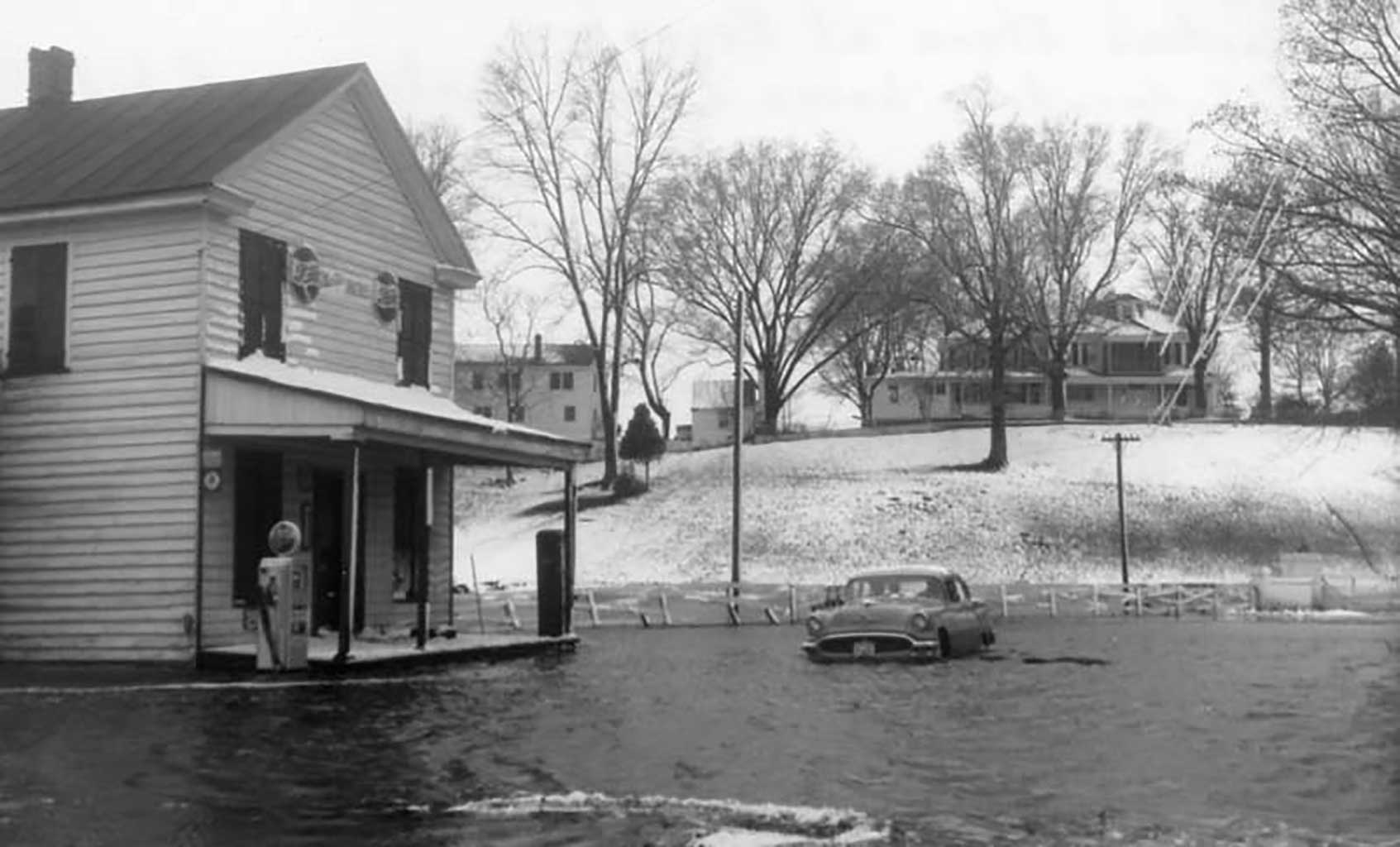 martins-store-at-everets-winter-1961-62-russell-home-in-background-img242