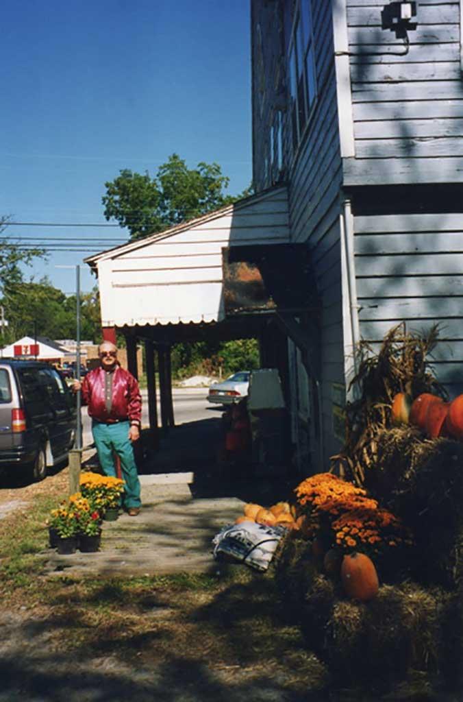 spunk-gwaltney-in-front-of-store-in-1996-img297