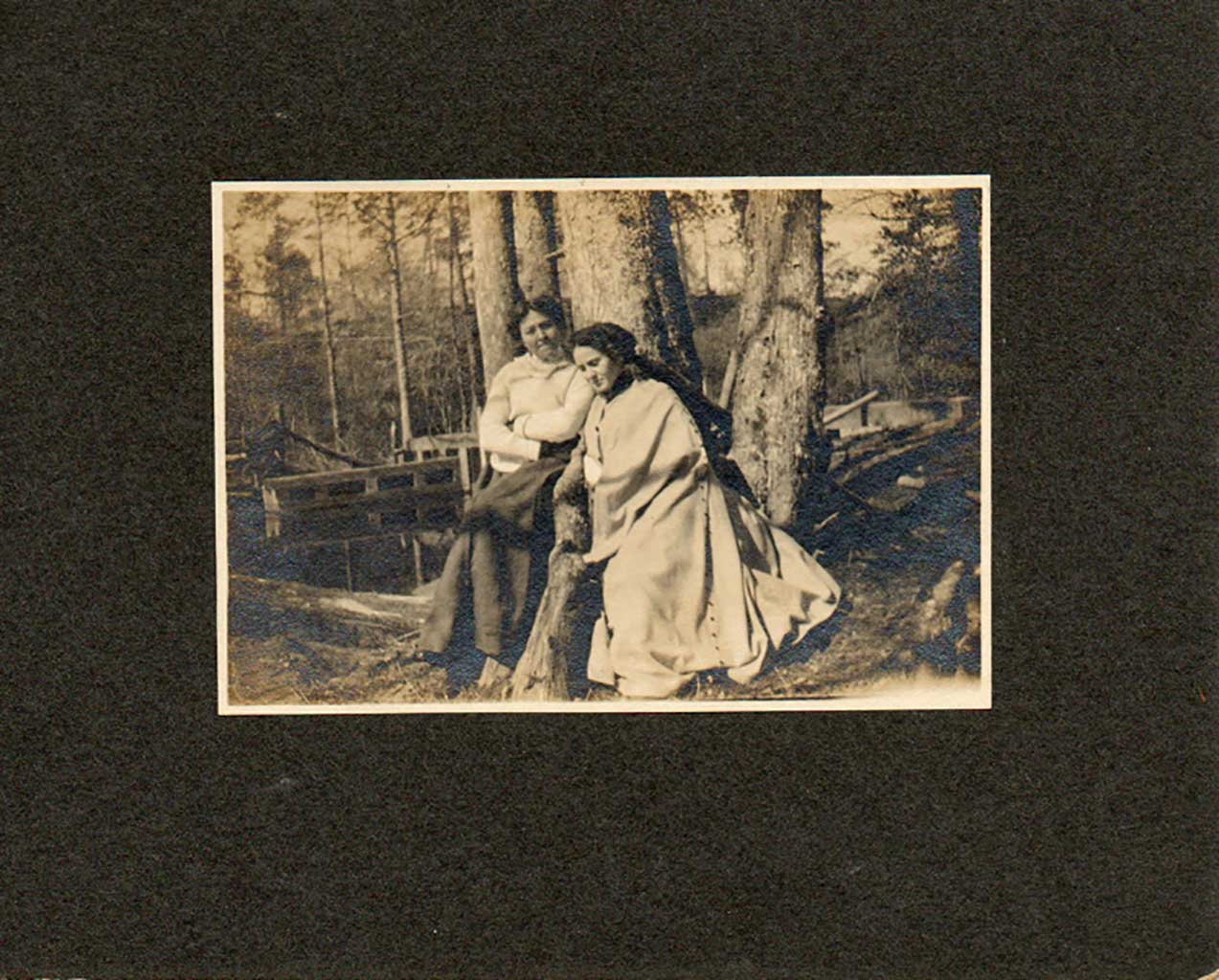 two-ladies-at-mill-pond-1909img049