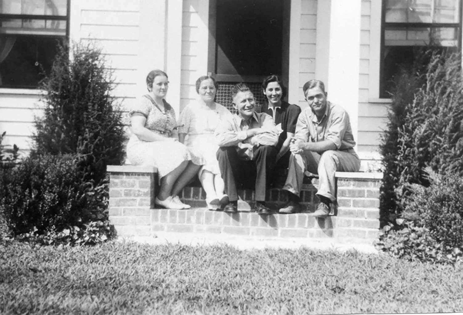 l-to-r-edna-saunders-alice-saunders-alvin-and-cookie-hines-and-w-g-saunders-jr-bill-saunders-photo-img162