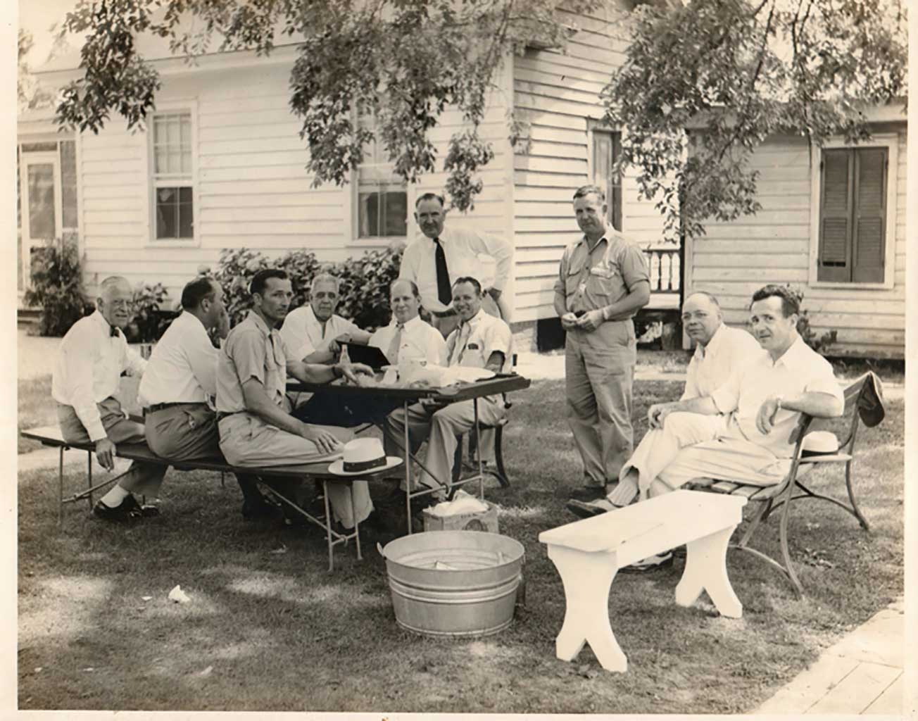 meeting-of-lone-star-hq-personnel-in-harveys-backyard-in-chuckatuck-1954-img828