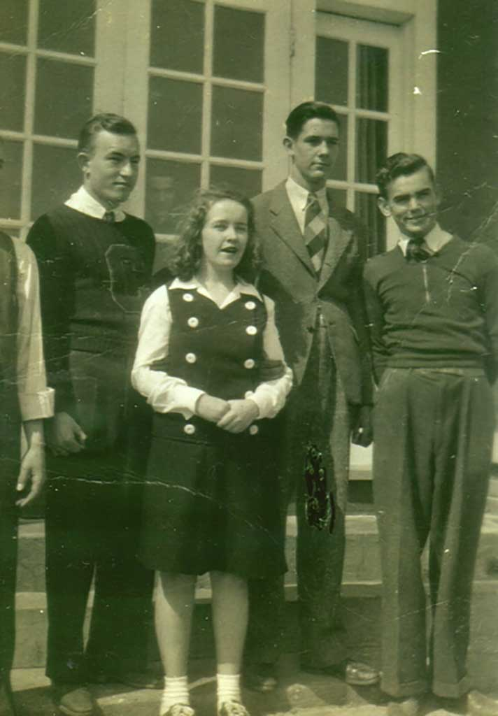 unknown-charlie-byrd-norma-dixon-ben-ames-howard-williams-4-hits-a-miss-chs-class-of-1942-antionette-williams-photo